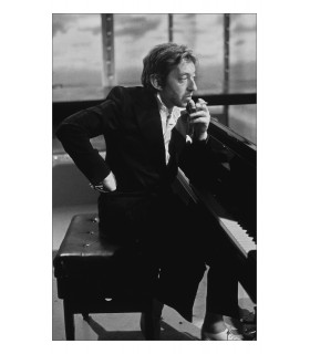 Photo of Serge Gainsbourg playing the piano by Jacques Benaroch